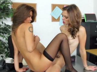 secretaire coquine lesbienne discrete