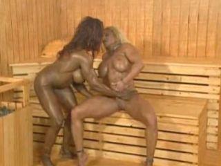 Lesbiennes dans un sauna