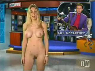 La journaliste fait un striptease