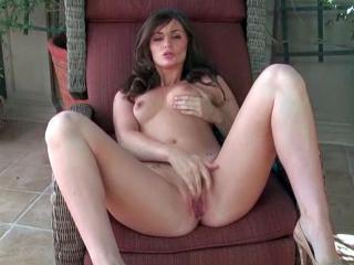 La sexy Lily Carter en show coquin