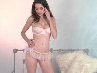 Rilee Marks fait un striptease et se masturbe