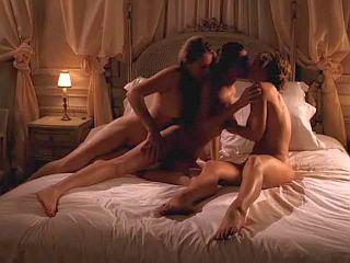 Triplette de lesbienne pour un plaisir triplé